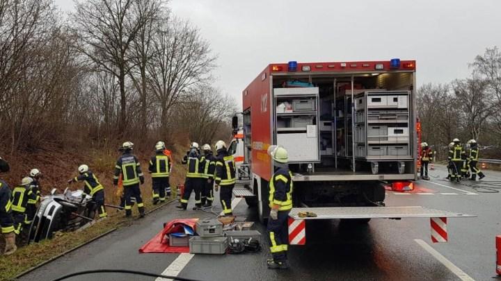 Kollision zweier PKW – Fahrerin im PKW eingeschlossen