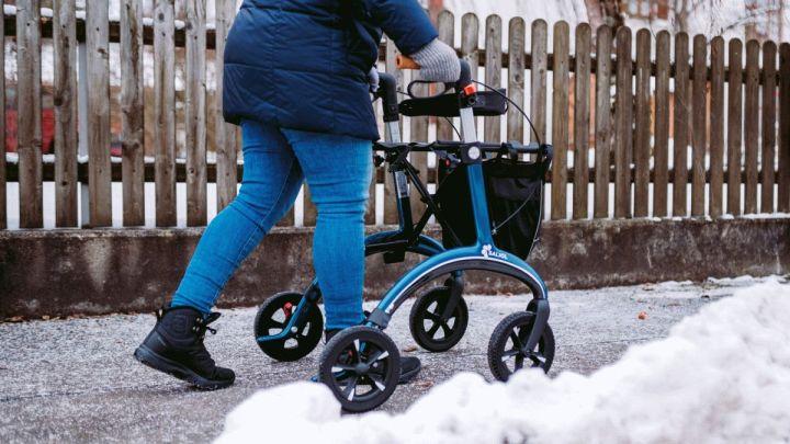 Rollatorfahren im Winter: Darauf sollten Senioren mit Rollator jetzt achten