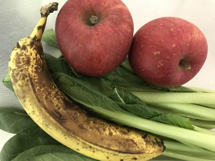 今日のスムージー 2017.05.04. 小松菜とリンゴとバナナのスムージー
