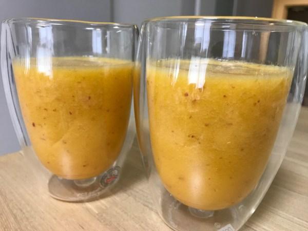 オレンジとリンゴのスムージー