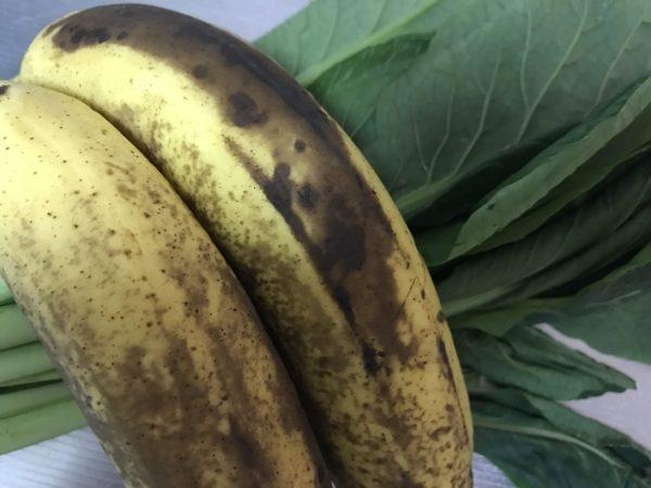 バレンシアオレンジとバナナと小松菜