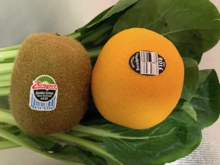 今日のスムージー 2017.07.16. 久しぶりに定番のバレンシアオレンジと小松菜にキウイを入れたスムージー