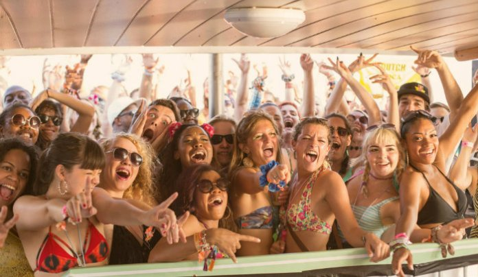 Outlook - boat party girls - credit Jack Pasco_uesmag