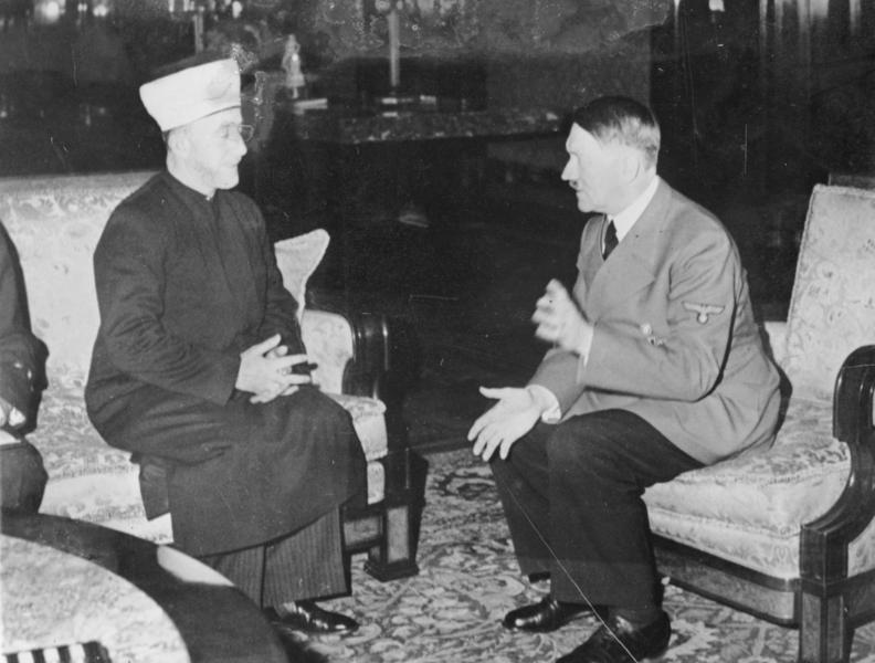 Amin al-Husseini i audiens hos Adolf Hitler i Rigskancelliet i Berlin, 28. november 1941. Originalfoto: Bundesarchiv (https://en.wikipedia.org/wiki/File:Bundesarchiv_Bild_146-1987-004-09A,_Amin_al_Husseini_und_Adolf_Hitler.jpg)
