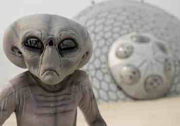 alien crash ufo in desert