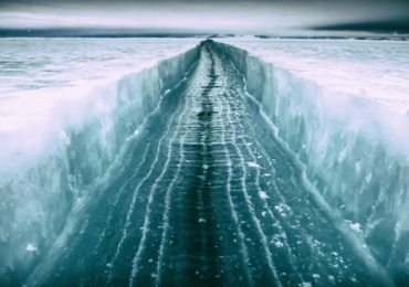 giant ice crack in antarctica