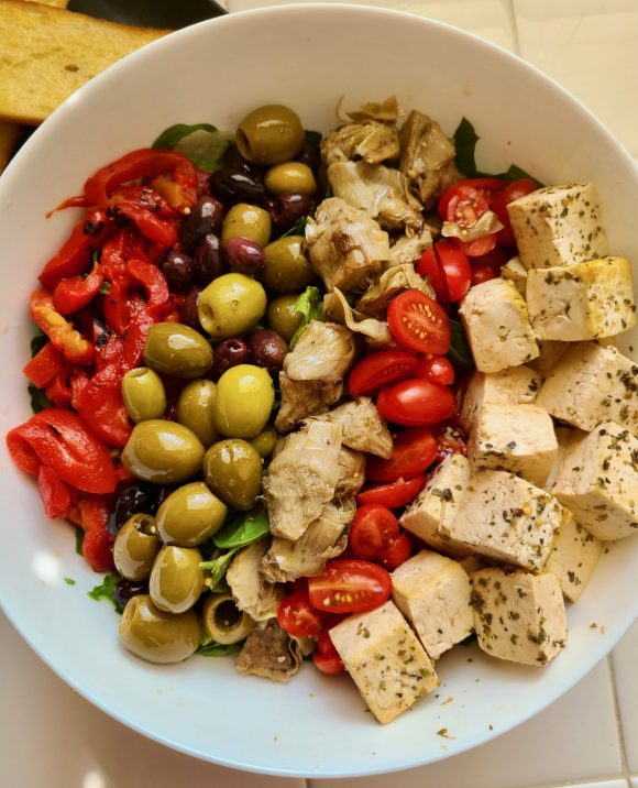 Roasted red peppers, olives, grilled artichoke hearts, grape tomatoes, and marinaded tofu over a bed of spinach and romaine lettuce