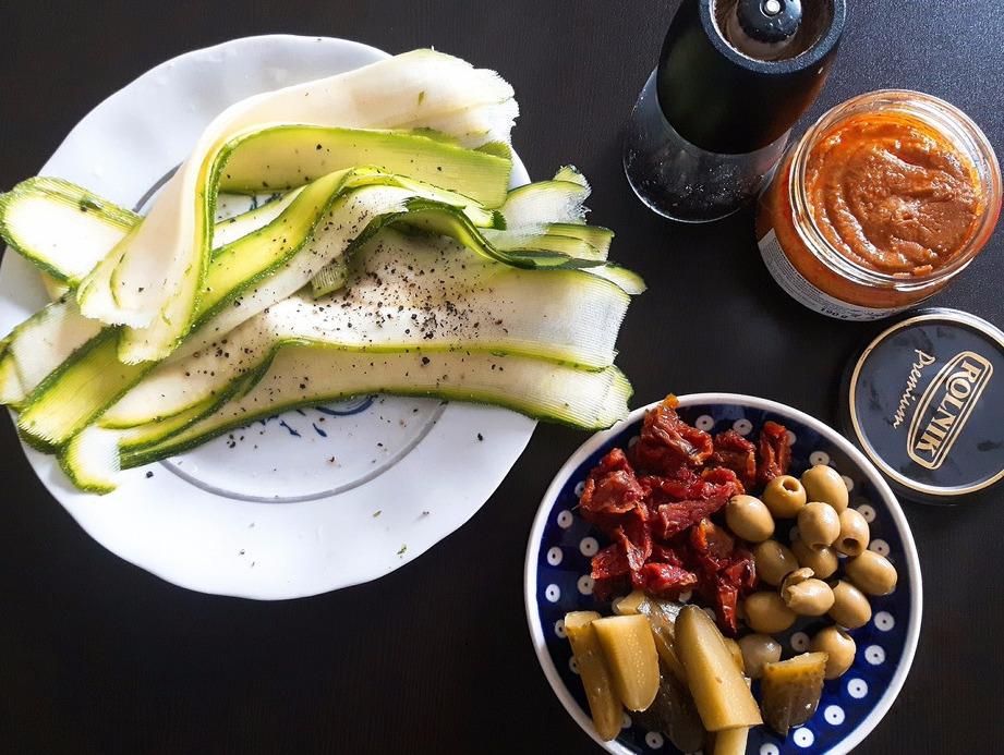 Roladki z cukinii z warzywami