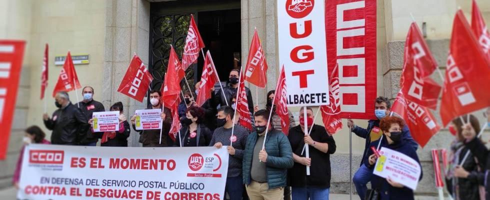 Concentración de delegados y delegadas de Correos en Albacete.