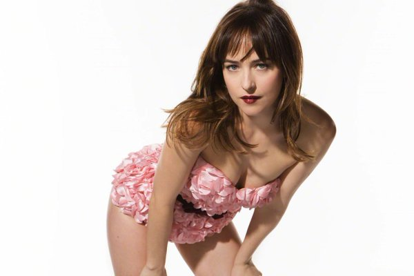Dakota Johnson tipo Julia Roberts