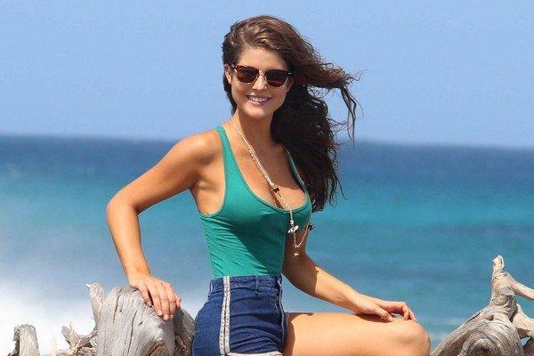 Amanda Cerny tipo Jacqueline Kennedy