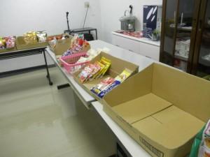 特別養護老人ホーム うぐいす荘 » お菓子販売をしました