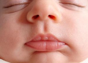 Как очистить нос ребенку при насморке. Все способы очищения носовых ходов