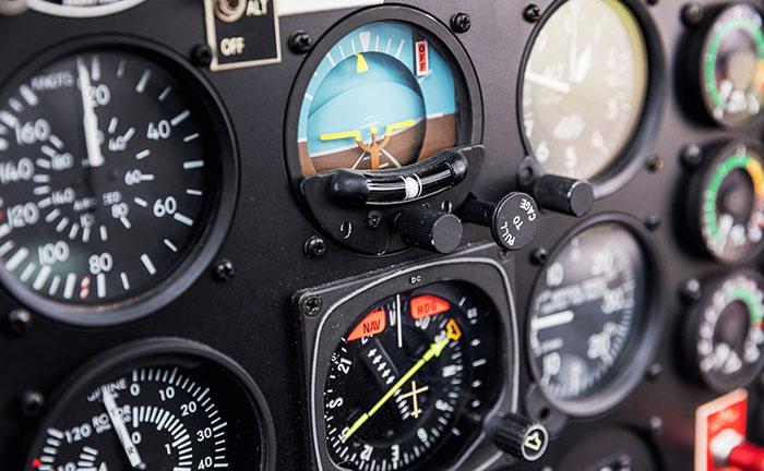 Moderne Fliegeruhren von ZENO-WATCH BASEL und JUNGHANS