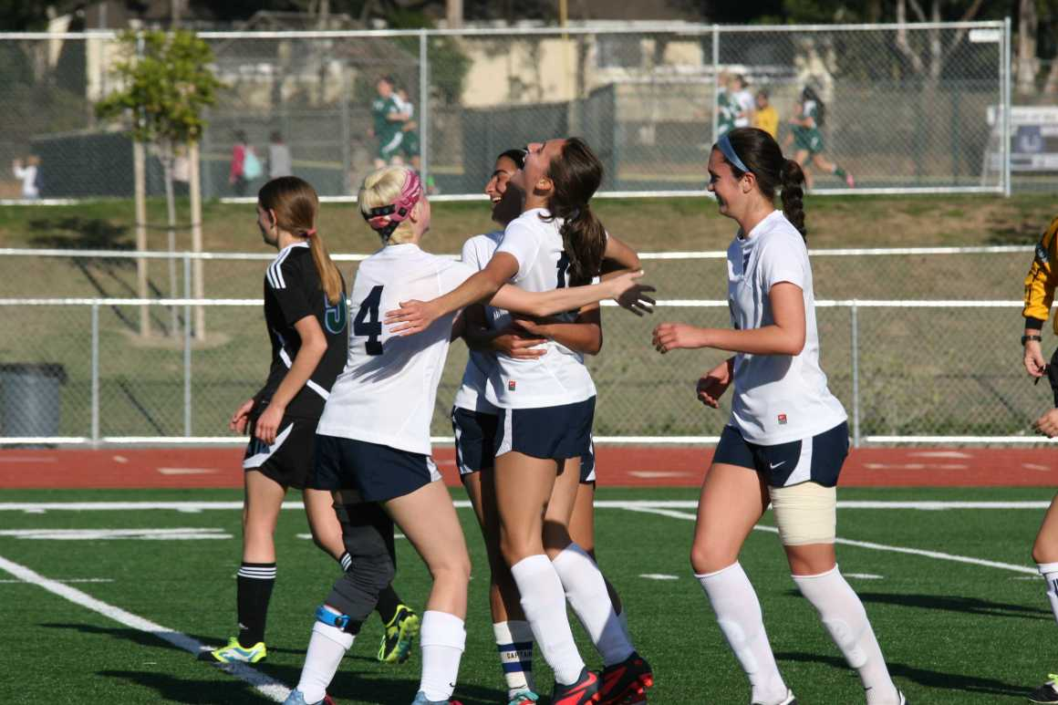 Girls Soccer wraps up season with win against Irvine