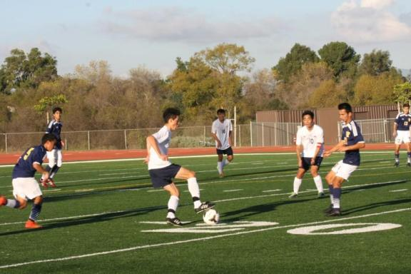 Aidan Galassetti (Sr.) maneuvers past defenders in the Thursday game against Warren (Shirin Aminian)