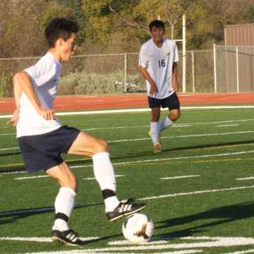 Boys soccer finishes Aliso tournament 1-2