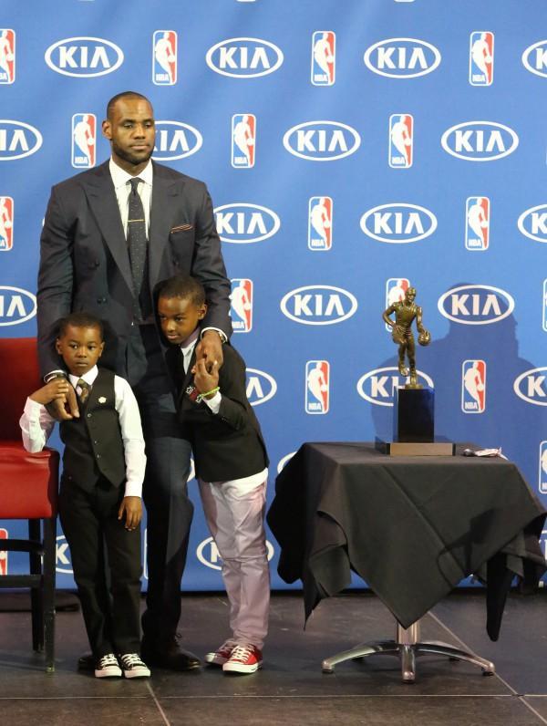 Fourth grade LeBron James Jr. receives scholarship offers