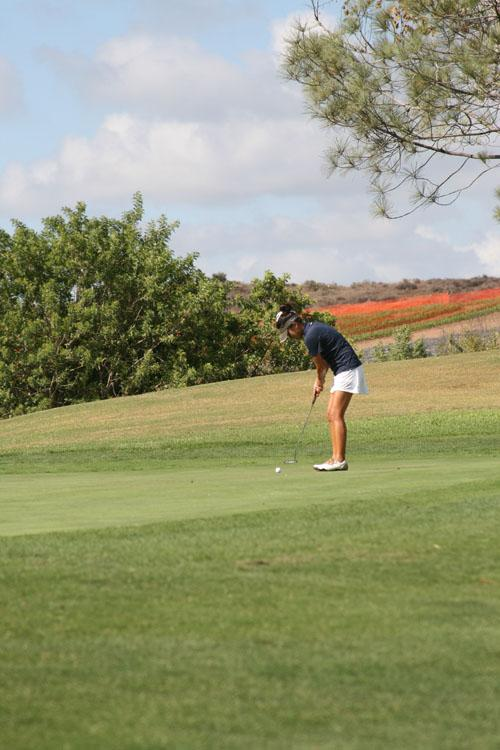 Eugene Rhee (Jr.) putts in on the third hole. (S.Sudame)