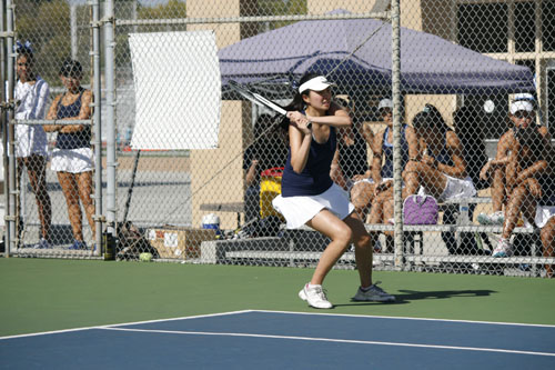 Vicki Li (Sr.) prepares a backhand shot during an intense doubles match against Campbell Hall. (V.Yu)
