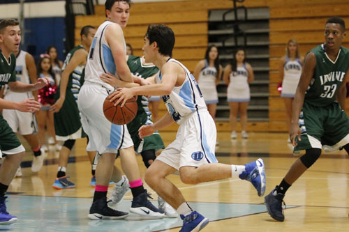 Joe Christensen (Sr.) uses a screen set by Ryan Pham (Sr.) to drive into the paint. (A.Iwata)