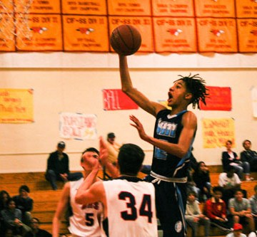 Boys Basketball knocked out of CIF after heartbreaking losses against Woodbridge and Beckman