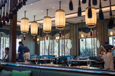Blue is the primary color of the restaurant's interior design. (L. Xu)