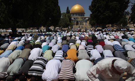 Ramadan-prayer-in-Jerusal-016