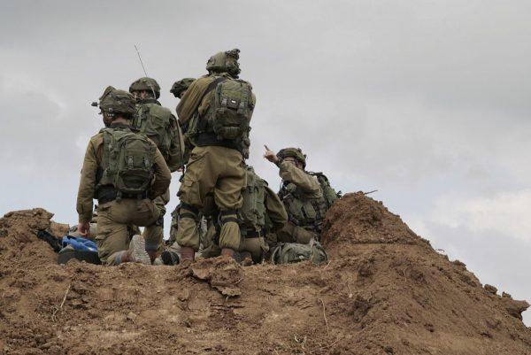 Lövéseket adtak le a Gázai övezetből a kerítésen dolgozókra és az izraeli csapatokra