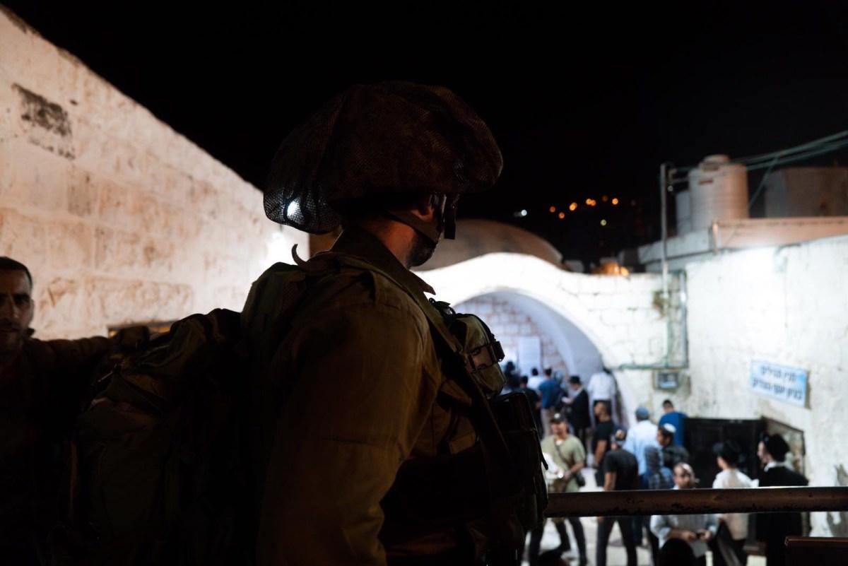 Vádat emeltek egy palesztin biztonsági tiszt ellen egy izraeli meggyilkolásáért József sírjánál 2011-ben