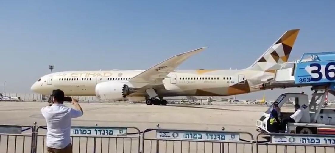 Bréking: megérkezett az Emírségek delegációja Izraelbe