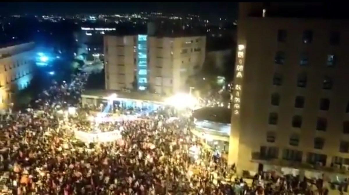 Újraindult a tüntetés Netanjahu rezidenciájánál