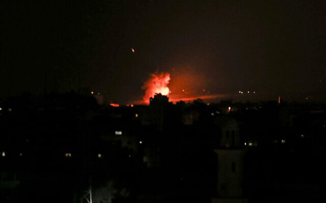 A rakétatámadásra reagálva a légierő a Hamász terrorszervezet pozícióit támadta a Gázai övezetben