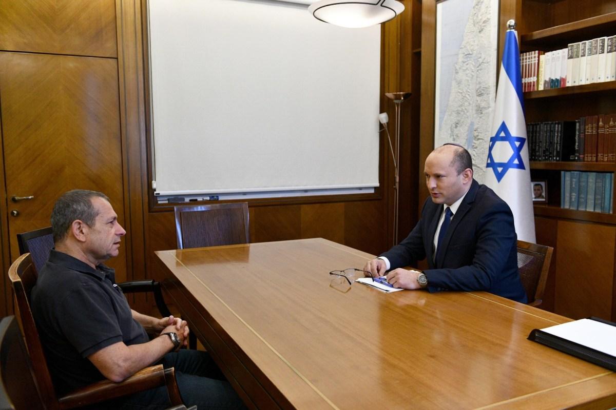 Bennett megtartotta első munkaértekezletét a Sabak és a Moszad igazgatójával   Új Kelet online