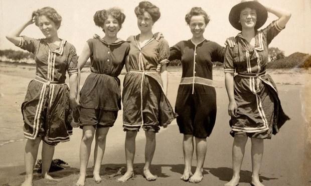 Fürdőző nők