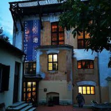 A Kékfestő épülete