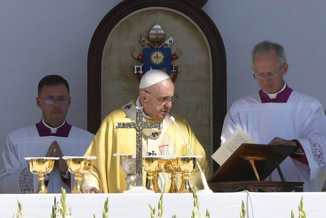 Ferenc pápa Szent István és Szent Erzsébet bátorságát és hitét emelte ki a budapesti zárómisén