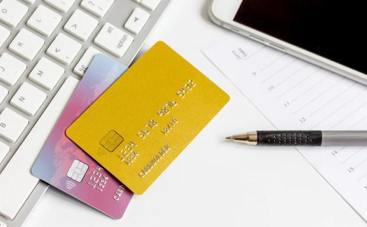 ブラックカードの入手条件は年収で決まるのか?カード初心者にも解説