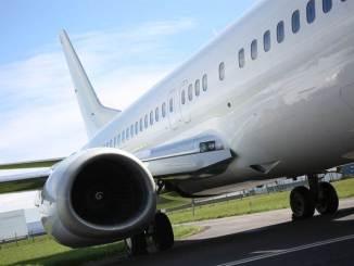 White 737-400