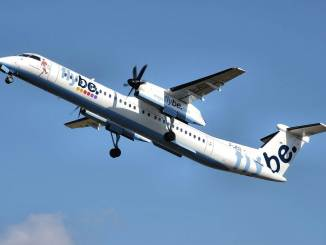 Flybe Dash 8 Q400 (Credit: Adrian Pingstone)