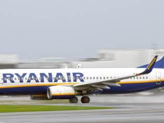 Ryanair 737 at Cardiff Airport (Aviation Media Agency)