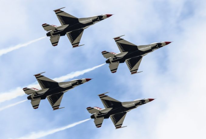 The USAF Thunderbirds (Aviation Media Agency)