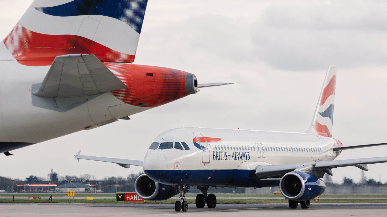 British Airways pilots vote to strike in pay dispute