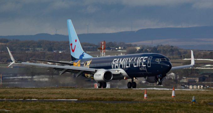 TUI Family Life Boeing 737-800