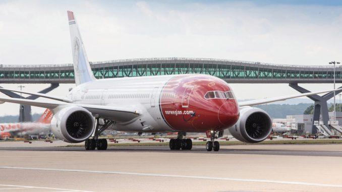Norwegian 787 Dreamliner at London Gatwick