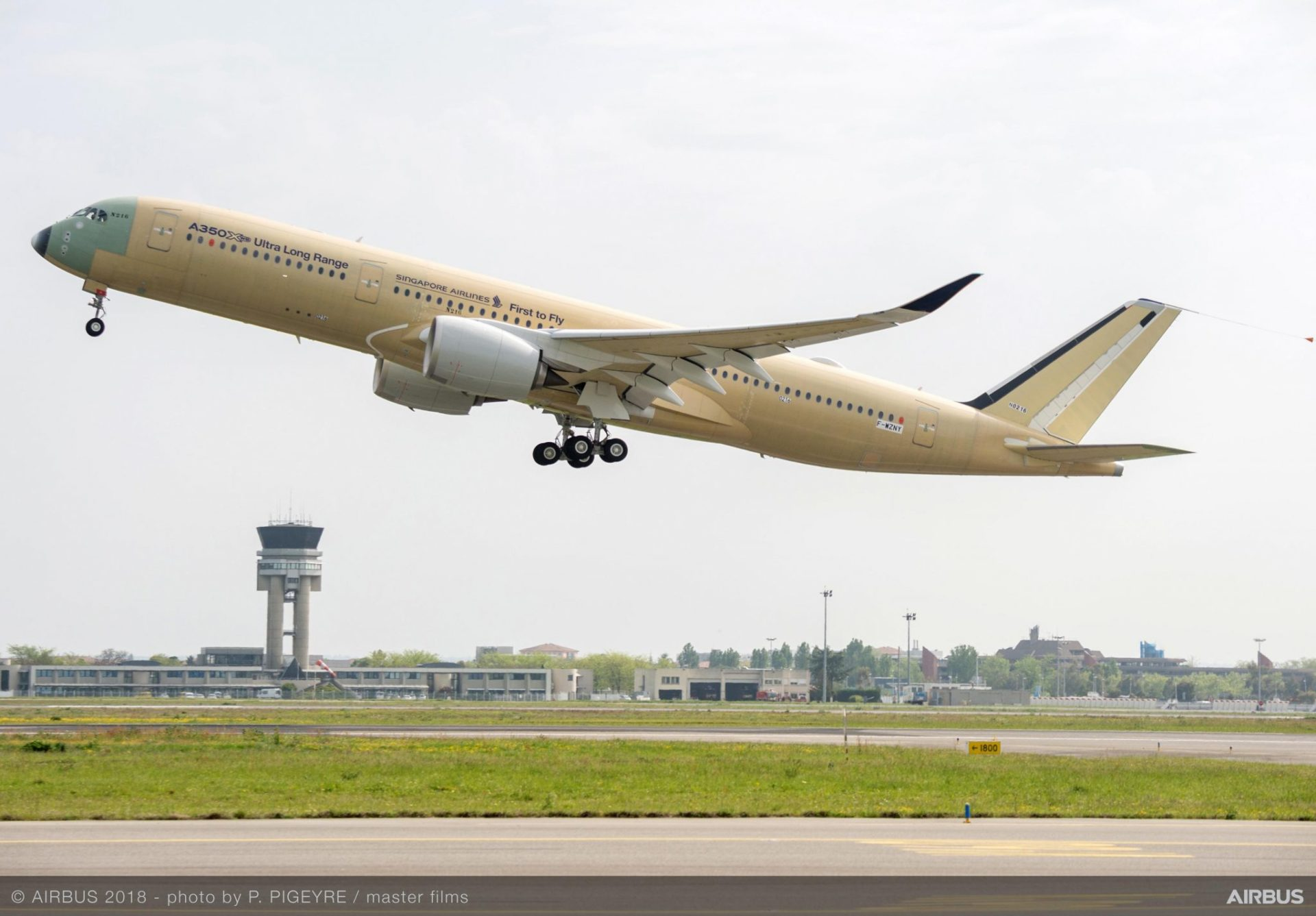 A350-900 ULR Singapore Airlines take off