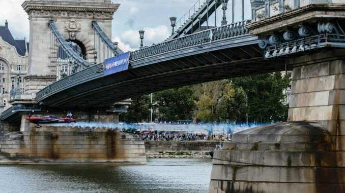 Ben Murphy flies under the bridge in Budapest (Image: Armin Walcher / Red Bull Content Pool)