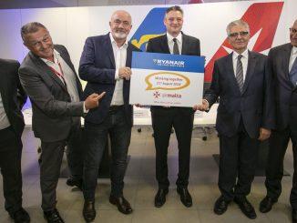 Ciaran Brannigan (Ryanair), Paul Sies (Air Malta), David O'Brien (Ryanair), Hon Dr. Kondrad Mizzi (Minister for Tourism) and Dr. Charles Mangion (Air Malta)