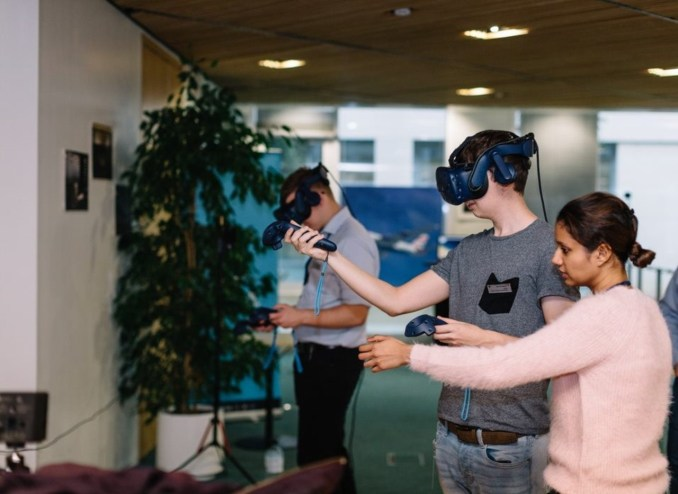 Trying out the Virtual Reality experience (Image: BA/Stuart Bailey)