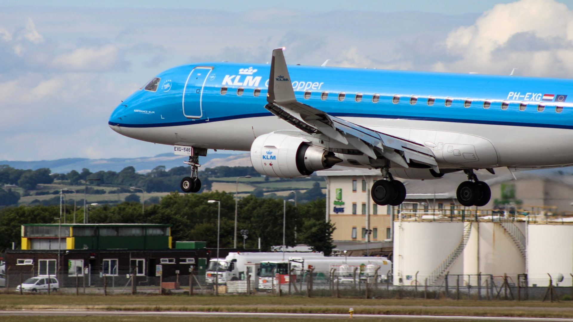 Netherlands Bans UK Flights After Finding Mutated COVID-19 | IE